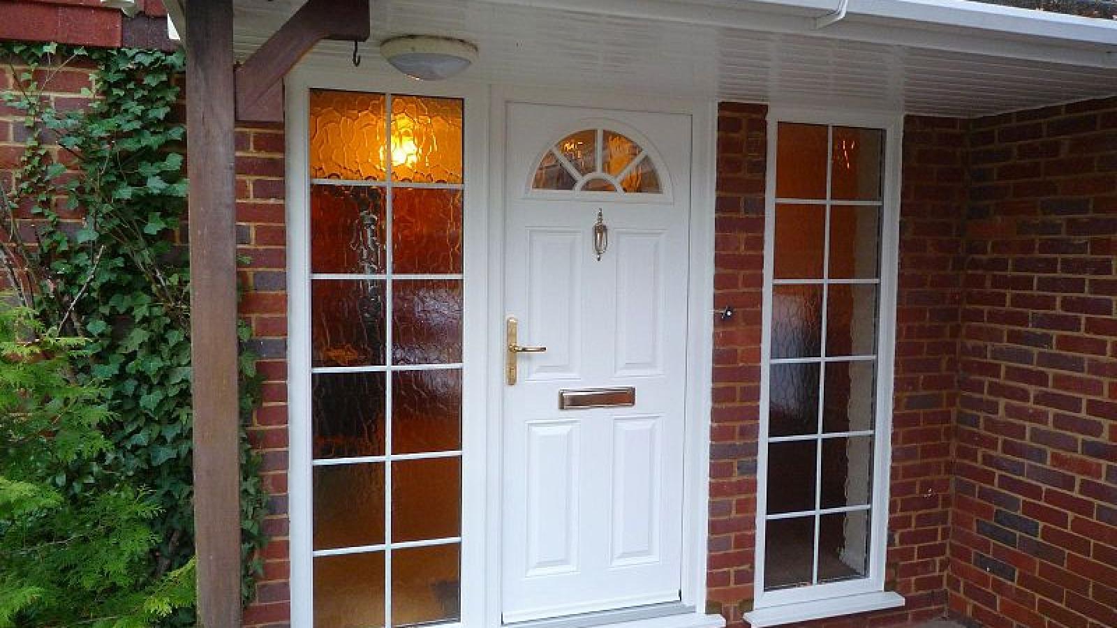 800px-New_front_door_5220796607